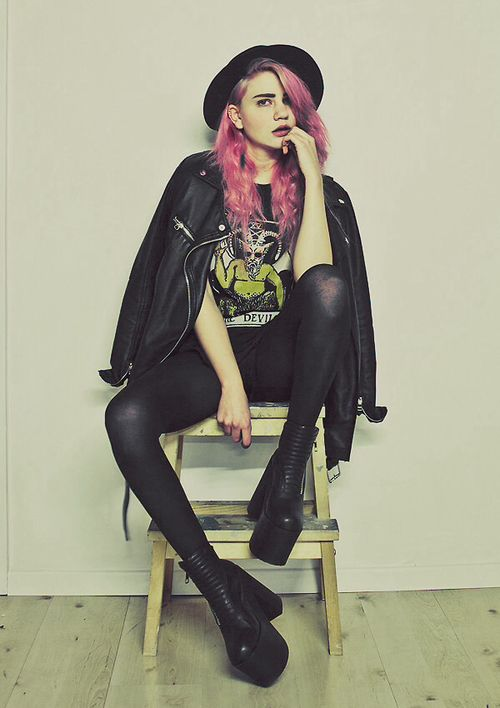 This look has some gothic features but also indie, making this a perfect grunge outfit.