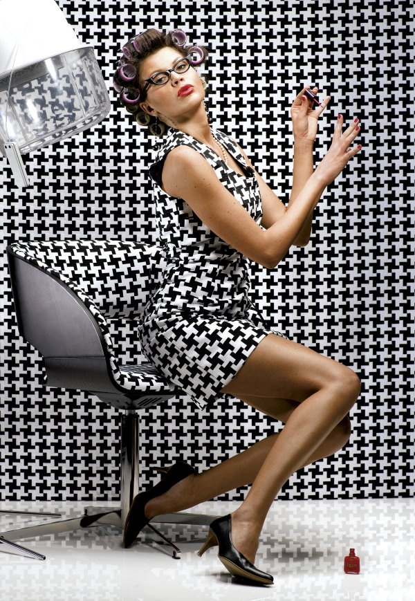 One of the most popular black and white pattern pied de for Most popular fabric patterns