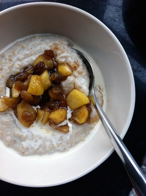 Apple, raisin and cinnamon porridge