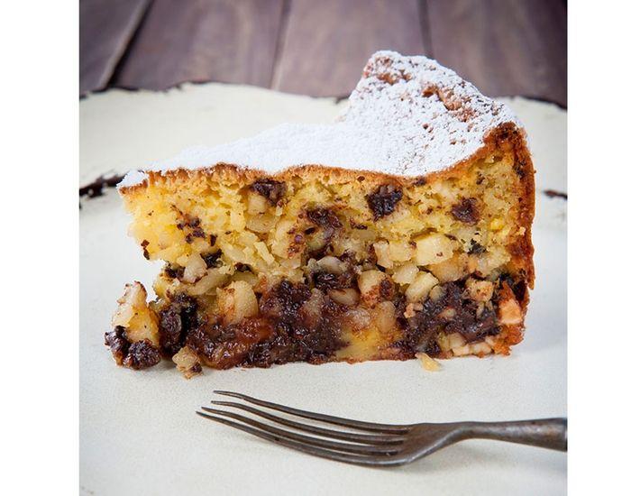 Saftig fruktkake med Limoncello, nøtter og mørk sjokolade.