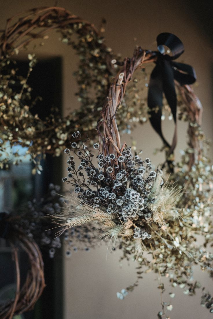 DIY Christmas wreath with dried flowers and wheat for a warm weather Australian Christmas