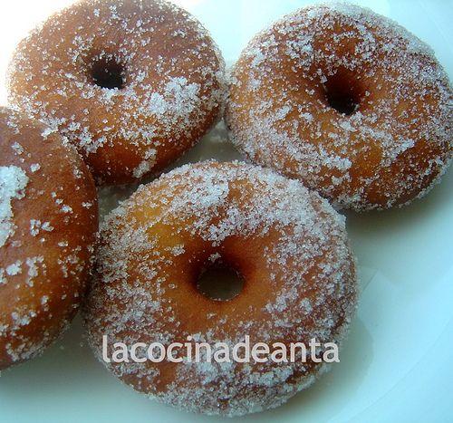 Bollería casera Como comenté en la entrada anterior , mi hija me pidió Donuts caseros. Sólo los habíamos hecho una vez y nos gustaron much...