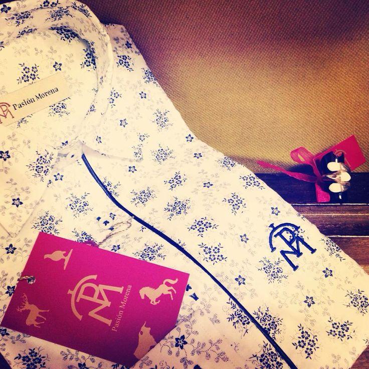 Precioso conjunto para hacer un regalo, esperamos que le guste mucho. #campo #caza #hípica #moda #estilo #toros #hunt #hunter #hunting #deer #camisa #sortija #chica #fashion #style #ring  Sí tienes que hacer algún regalo entra en nuestra web y escoge tu camisa y complemento