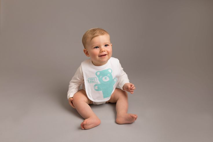 Hand screen printed, large cream organic bib with velcro fastening. satin hand printed label to back. Heat sealed and machine washable. Available in teal green, plum and fuchsia pink. suitable up to 18 months.Matching T shirt and bodysuits available
