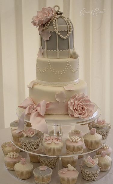This would be my ideal wedding cake!