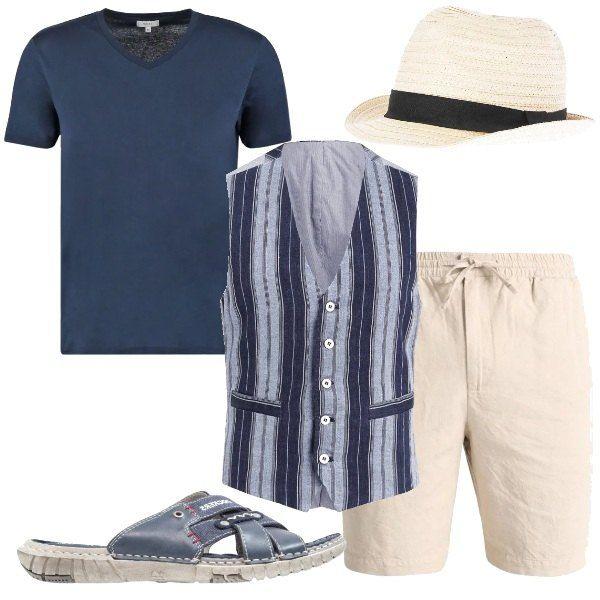 Una proposta comoda, che strizza l'occhio ad un pizzico di eleganza. Un paio di bermuda in lino vengono abbinati ad una t-shirt basic blu, su cui indossare un gilet a righe, magari da lasciare sbottonato. Le scarpe sono delle ciabatte blu e il cappello è un panama chiaro.