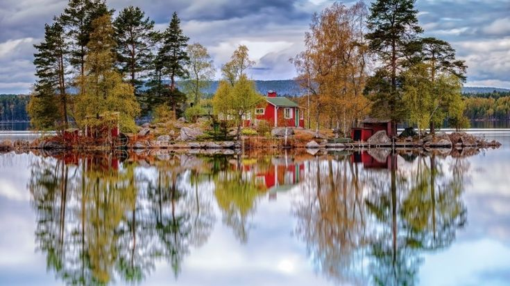 Amazing Lake Reflection Wallpaper