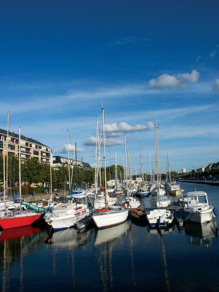 Port de plaisance office de tourisme caen les ports de plaisance pinterest bureaux - Port bourgenay office tourisme ...