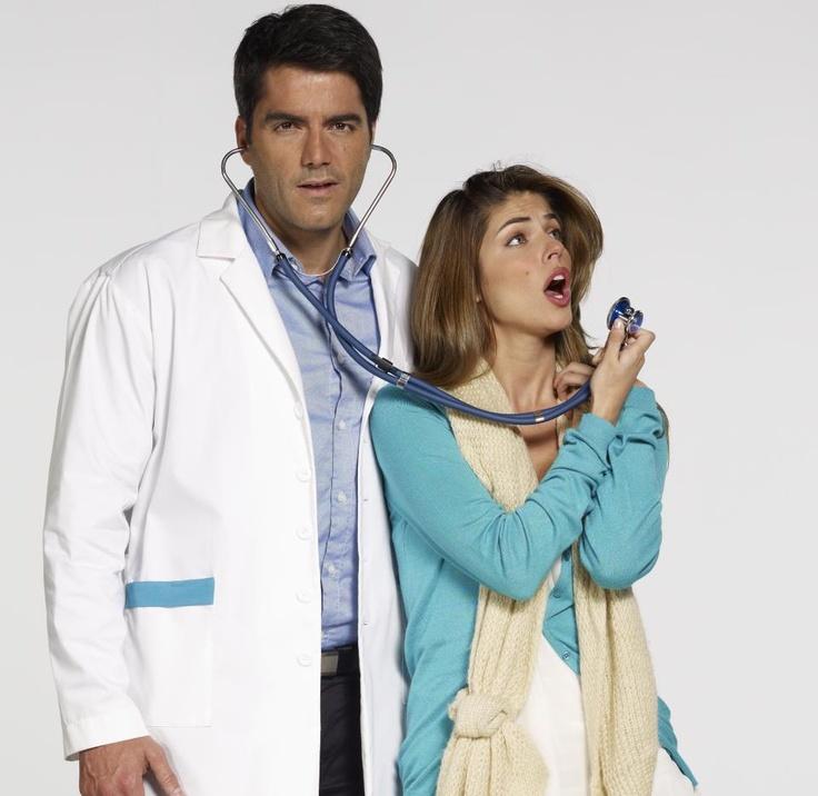 Los médicos también se pueden morir de amor; no se pierda muy pronto el estreno de 'La Hipocondriaca' junto a Ernesto Calzadilla y Stephanie Cayo.
