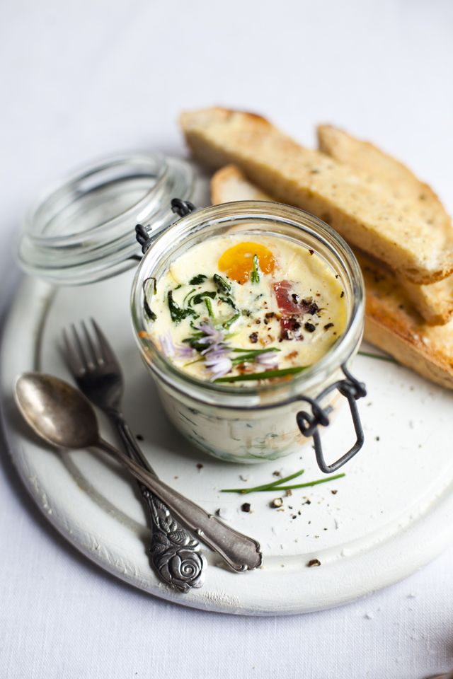 """Baked Eggs with Spinach and Ham 