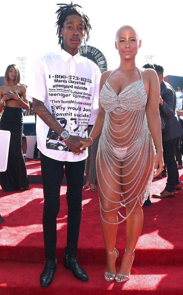 "Amber Rose & Wiz Khalifa from 2014 MTV Video Music Awards Red Carpet Arrivals  Wiz Khalifa posed with Amber Rose, but Amber stole all the attention in her body-baring chain ensemble that calls to mind Rose McGowan's 1998 ""dress."""