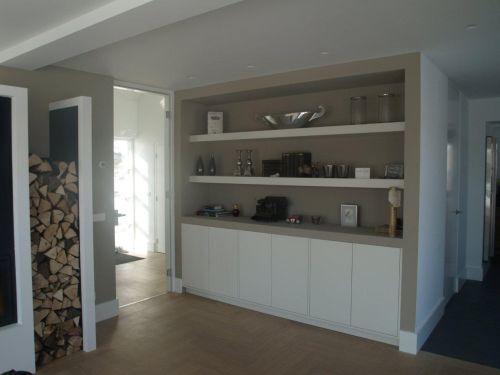 Wandkast modern landelijk wit met zand en brede schappen for Wit landelijk interieur