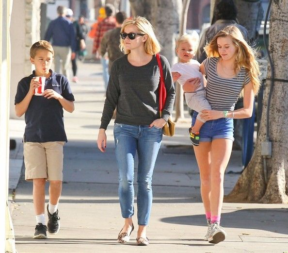 Deacon Phillippe Photos: Reese Witherspoon Spends the Day with Her Kids — Part 2