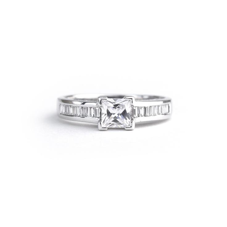 18ct white gold ring  0.70ct