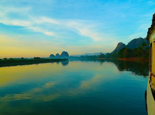 hpa-an Moulmein with the ferry boat