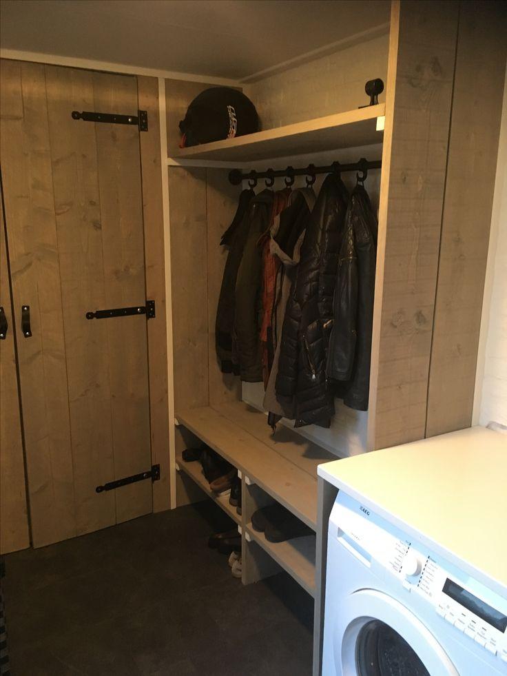 Garderobe van steigerhout #greywash #bijkeuken #project