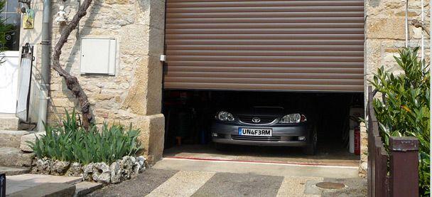 13 best portes de garage images on pinterest garage doors carriage house and garage. Black Bedroom Furniture Sets. Home Design Ideas