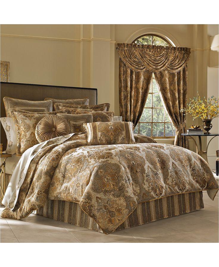J Queen New York Bradshaw 4Pc. Queen Comforter Set