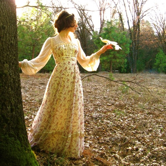 *sighs* One of these days, I *will* own a Gunne Sax dress. I was thrilled to find a skirt at a yard sale, but now, a dress!!
