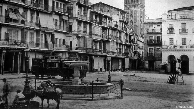 La pila del Pato en el centro de la plaza de San Francisco hacia 1890
