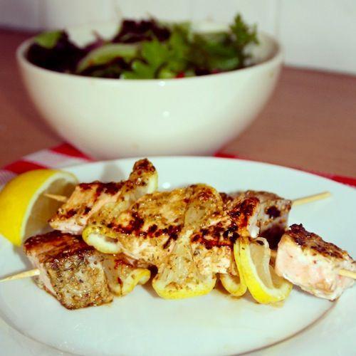 zalmkebab- salmon lemon herb kebabs- chickslovefood (recipe is in Dutch)
