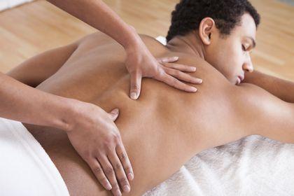 Hace poco que empecè en el mundo de los masajes, y la verdad que me ha ayudado mucho a la hora de relajarme fìsica y mentalmente. Lo recomendable es ir a un/a masajista, pero la verdad que los masajes caseros son los màs lindos,... Abajo les dejo...