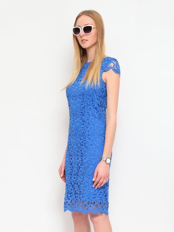 """Sukienka damska Top Secret z kolekcji wiosna lato  2015.<br><br>Elegancka, koronkowa sukienka damska o prostym kroju. Sukienka na plecach z dekoltem i widocznym zapięciem na suwak. Niezwykle kobieca sukienka wykonana z koronki, posiada gładką podszewkę.<br>Sukienka dostępna w kolorze białym (SSU1333BI) i niebieskim (SSU1333NI).<br><br><span style=\""""font-style:italic\"""">Modelka ma 176 cm wzrostu i prezentuje rozmiar 36.</span>"""