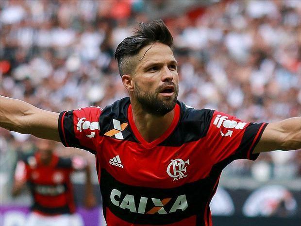Decisivo Diego segue invicto em clássicos e tem 96% de aproveitamento com a camisa do Flamengo