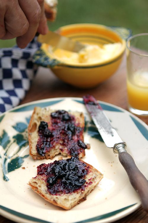 black currant jam recipe (by David Lebovitz) ~ black currants are in the farmers markets now. This is an easy recipe.