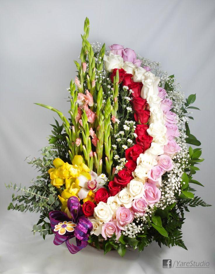 Arco de Colores, combinación de alegres colores y flores by Global Sunflower