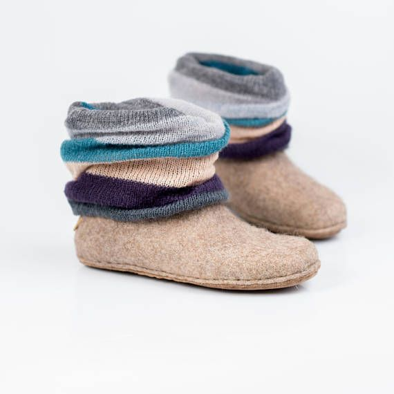 Beige woolen ankle boots whit a knitted top Leg warmer
