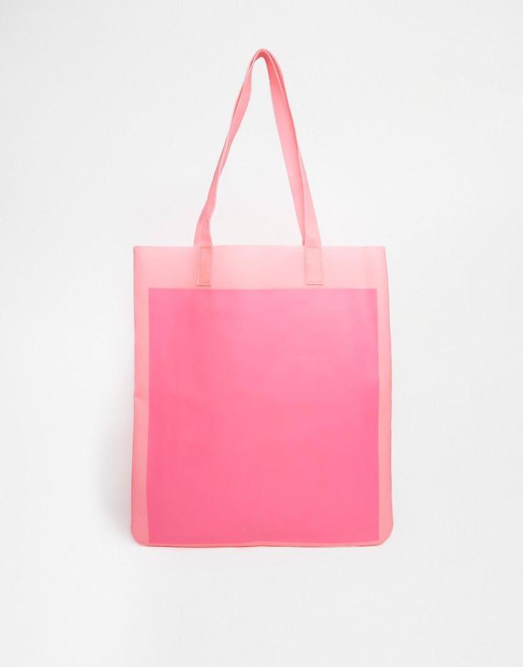 Valentino Garavani - женские сумки, клатчи, сумки-тоут