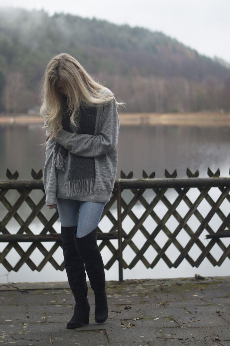 Dress: Eitt síðan í Þýskalandi – BELLE | Allt milli himins og jarðar #outfit #style #ootd #fashion #oversized #sweater #jeans #thigh #high #heels #boots #scarf #gant