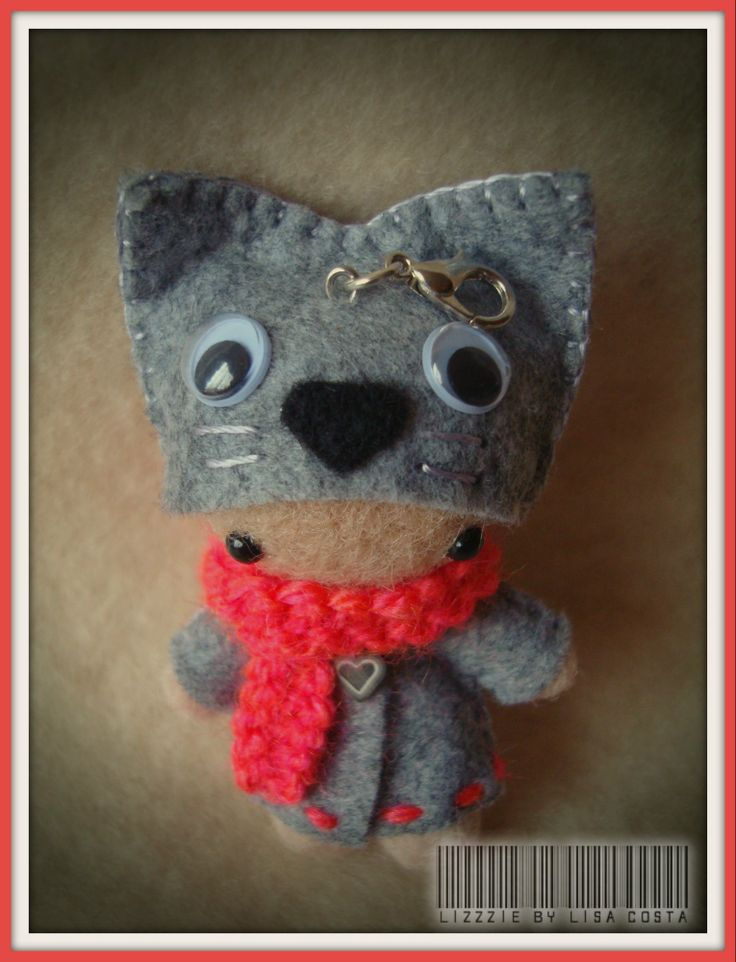 The hat of the kitty doll