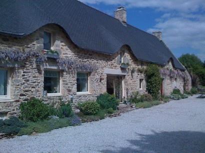 Superbe longère rénovée dans la campagne proche de Vannes, en Bretagne.