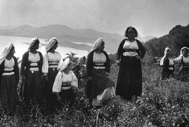 Κερκυραίες στην έξοχη, 1903