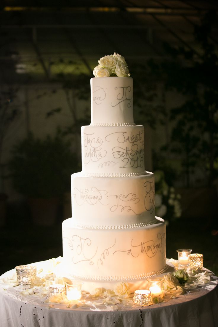 The wedding cake is an art work of cake design, elegantly refined by hand calligraphy repeating the words of bride and groom's preferred song. A thousand years ...