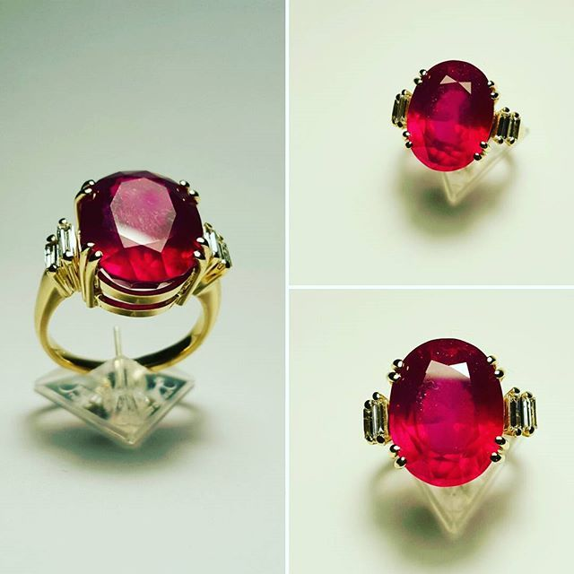 Pierścionek z żółtego złota z naturalnym rubinem i bagietami diamentowymi.  Yellow gold and natural ruby ring with small baguette diamonds.  #goldsmith #jewelryaddict #accessories #special #fashionjewelry #bling #gems #luxury #timeless #eyecatching #exlusive #gold #ruby #custommade #ring #stone #gemstone #jewelrydesign #jewelry #sobeautiful #diamonds #amazing #beauty #purefashion