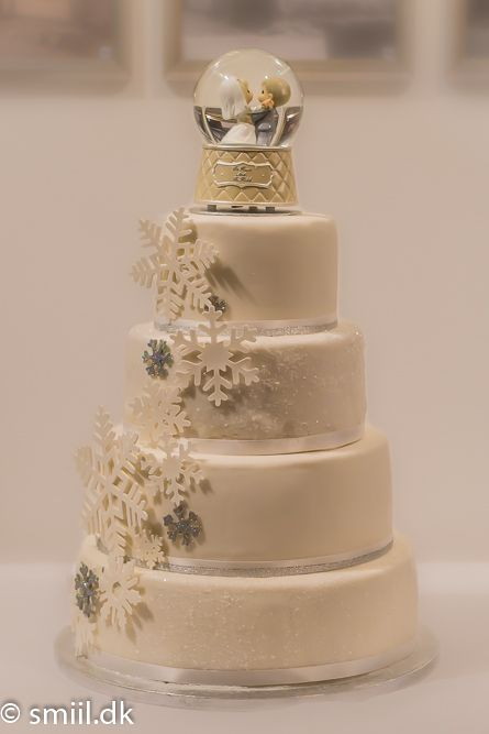 Lovely and romantic #weddingcake #wedding
