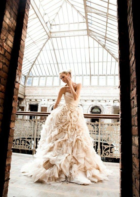 Monique Lhuillier. -Ultimate DREAM dress. (aka, never-gonna-happen dress... sigh)