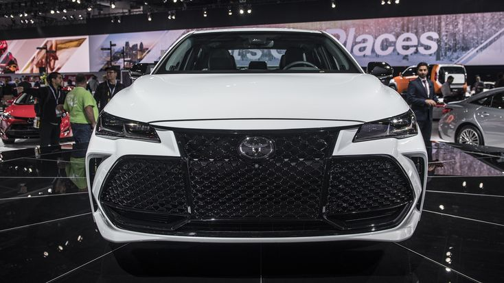 Piano black accents, machined 19-inch wheels... the New 2019 Toyota Avalon LIVE from Detroit! #Avalon #resnickautogroup