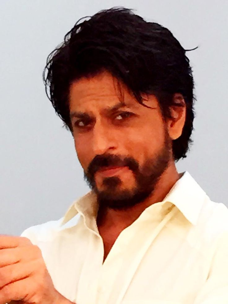 Shah Rukh Khan  @iamsrk    Saw Rab Ne Bana Di Jodi between shots. Was quite fun. Pain took a backseat but stilll drove the smile. Thx team RNBDJ pic.twitter.com/DDpp0dQdZW 30 May 2015