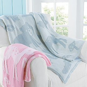 Surround your baby with the incredible softness and adorable animal print of these plush baby blankets!
