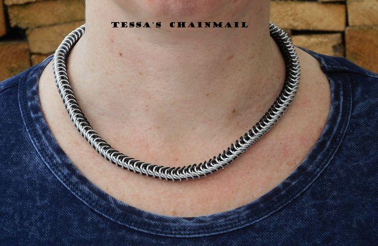 Stijlvolle chainmail ketting zwart/zilverkleurig, type box. Handgemaakt. Chainmaille. Geanodiseerd aluminium.RVS. Vrouwen sieraden.Ketting. by TessasChainmail on Etsy