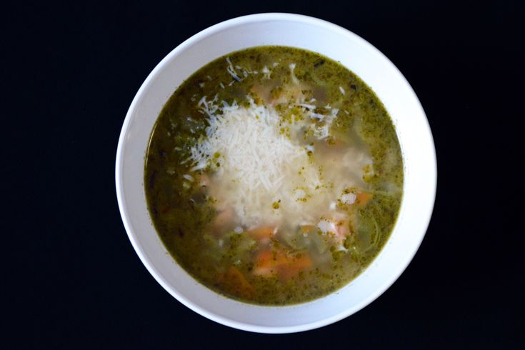 Мисо-суп с хондаши и тд. Для приготовления 4 порций супа возьмите 1200 мл воды. Доведите воду до кипения.
