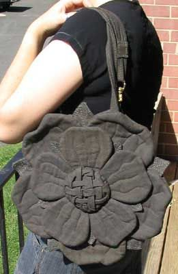 Found in the internet archives. An amazing tutorial for an amazing flower shaped purse.