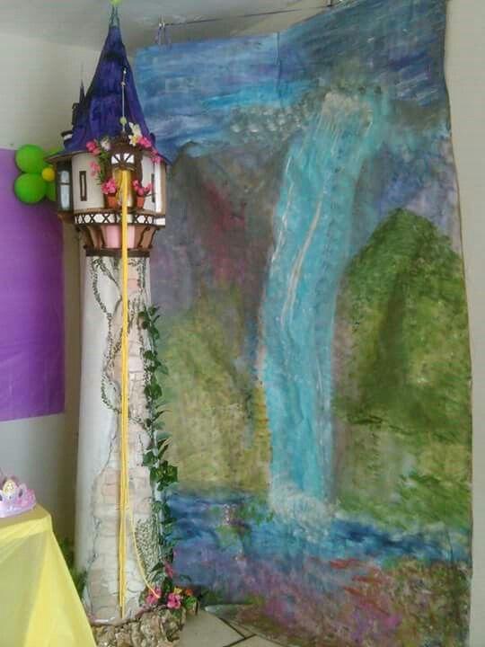 Torre rapunzel  hecha en carton