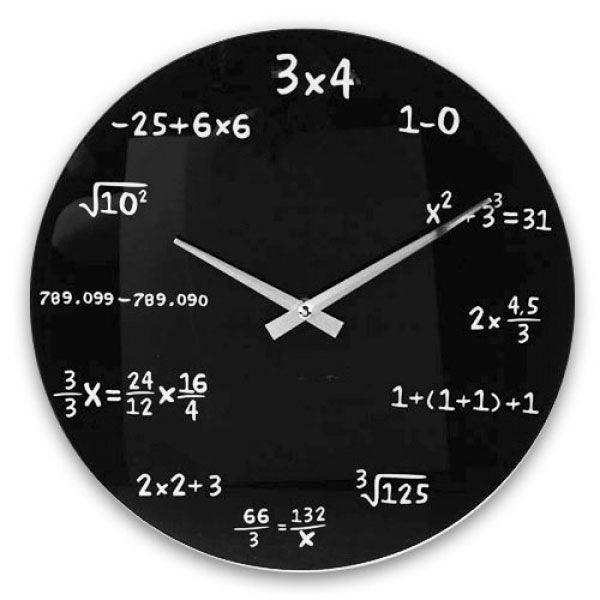 Se trata de un reloj analógico de vidrio con un diseño muy creativo en el que se muestran varias operaciones matemáticas, como si fuera una pizarra. Con este estupendo reloj, al mirar la hora no podrás escapar de las temidas matemáticas.http://popap.es/tienda/reloj-matematico/