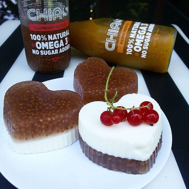 @chias_eu można wypić, można zjeść 😁 wystarczy wymieszać z rozpuszczoną żelatyną, na noc do lodówki i jellychia gotowe💞 fajny lekki deser🍨 #chia #chiajuice #chiajelly #jelly #currant #greekyogurt #coconut #juice #fit #fitnesswomen #healthy #zdrowy #deser #dietetyczny #nasionachia #galaretka #sok #jogurt #grecki #kokos #porzeczki #dieta #dietaniemusibyćnudna #diet  #zdroweodżywianie #fitlovebox #jemzdrowo #deserek