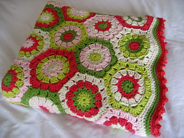 Apple Blossom Hexagon Blanket. Lucy's attic pattern freebie. Adore these summery colours. Juicy! Thanks so xox